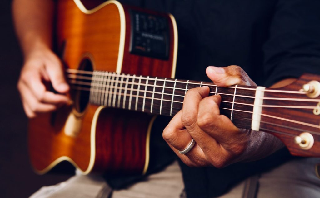How many hours should you practice guitar a day?
